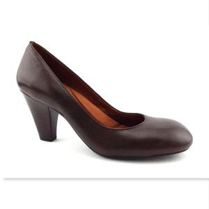New GENTLE SOULS Brown Leather Round Toe Pumps 8